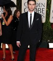 un costume et un tailleur noir en soie