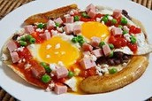huevos motuleños (cuatrocientos pesos 400)