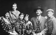 Elie's family photo