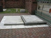 The Tomb of Ben Franklin