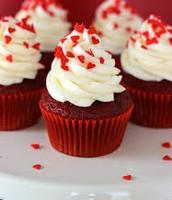 Punane sametkook muffinina