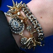 So cute with a gold arm party!