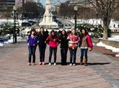 Mis amigas y yo tomamos un foto en Washington, DC.
