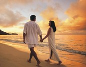A romantic stroll on the beach ~ every couple's dream!!