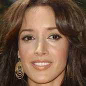 Jennifer Beals is a movie actress on flashdance.
