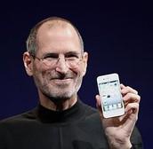 Dyma Steve Jons yn cyflenwi yr iPhone.