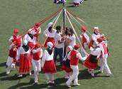 Zinta dantza, Maypol dancing
