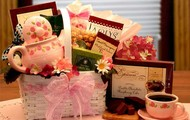 A Tea Lovers Little Tea Pot Gift Set