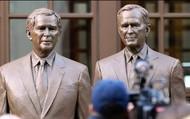 Statue of George W. Bush and George H.W. Bush