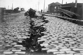 Crack of the earthquake