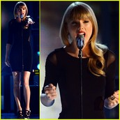 "Taylor Swift singing ""Tim Mgraw"""