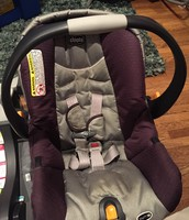 Chicco Keyfit infant car seat and 2 click in bases