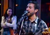 Mauricio Alfaro, guitarra y voz