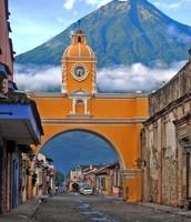 """Dia 1...Domingo 17: viniendo de diferentes países, nos encontramos en la hermosa ciudad colonial de """"Antigua"""". My fácil llegada, tomamos una combi directamente en el aeropuerto de Guatemala. 1 hora."""