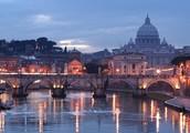 Над Италией парим, видим вечный город Рим.