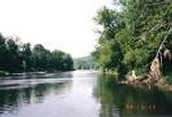 The white river is a 722 mile long river that flows through the state the state of Arkansas and Missouri.