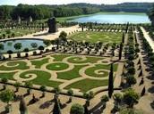 Les Jardins de Versailles ont concevoi par Andre Le Notre. Le Jardins a pris cinquante ans completer
