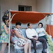 """ד""""ר הלמי עם רעייתו במפגש עם פרידה שטורמן ובתה"""