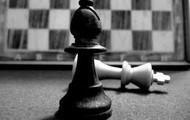 A él le gusta jugar al ajedrez.