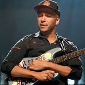 Tom Morello using his kill-switch technique on his guitar Arm the Homeless