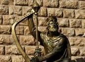 פסל דוד הנמצא סמוך למתחם קברו
