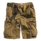 Los pantalones cortos de cafe cuestan $20.