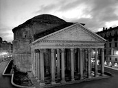 How are the Panthéon in Paris and the Pantheon in Rome different?