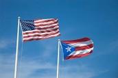 La bandera de Puerto Rico con la bandera de Estados Unidos