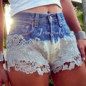 Una Pantalones Cortos de Encaje