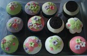 Cupcakes with Fondant Topper