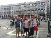 בכיכר הגדולה בונציה