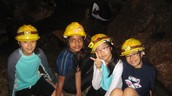 ¡Con mis amigos en la cueva!