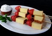 Fresas y pastel de queso Kebab