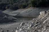cali riverbed that is bone dry