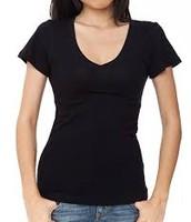 La camisa negra cuesta $5 dólares.