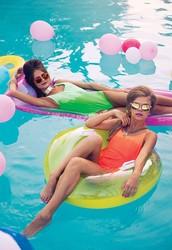 Uma tarde de domingo para desfrutar bons drinks a beira da piscina e ouvindo boa música!