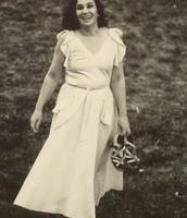 תמונה של נעמי שמר בצעירותה