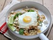 sencillo chilaquiles con frito huevo