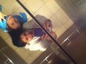 Me gusta sacar selfies feos con mi hermana