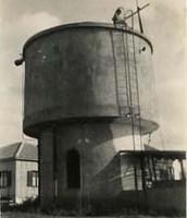 מגדל המים הישן עומד עד היום