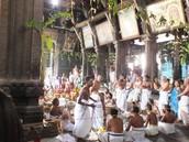 פוג'ה במקדש