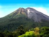 las montanas: arenal volcano