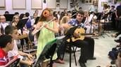 הנה בית ספר מנגן