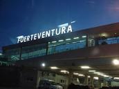 Unsere Flugzeug fliegt von Fuerteventura um 10:40 Uhr
