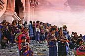 LA IGLESIA SINCRETICA, LOS ALTARES MAYAS  Y EL COLORIDO MERCADO DE CHICHICASTENANGO