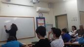 שיעור אזרחות בכיתת המחוננים בכיתה ט' 4