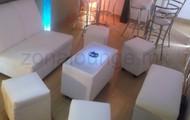 Sala lounge para ocho personas con mesa iluminada $600