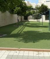 הדשא הסינטטי בו אנו יכולים  לשחק בהפסקות
