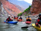 Puedes hacer kayak en los ríos de Perú.