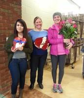 Nuestras ganadoras de la rifa, la Srita. Potrillo, Sra. Vanhooser y la Sra. Yordy.